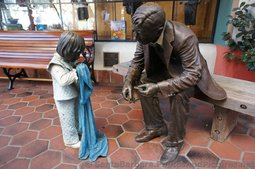 Sculpture of Man & Little Girl at La Arcada Santa Barbara.jpg